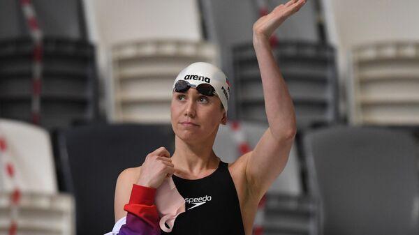 Анастасия Фесикова перед финальным заплывом на дистанции 50 метров на спине среди женщин на чемпионате России по плаванию в Казани.