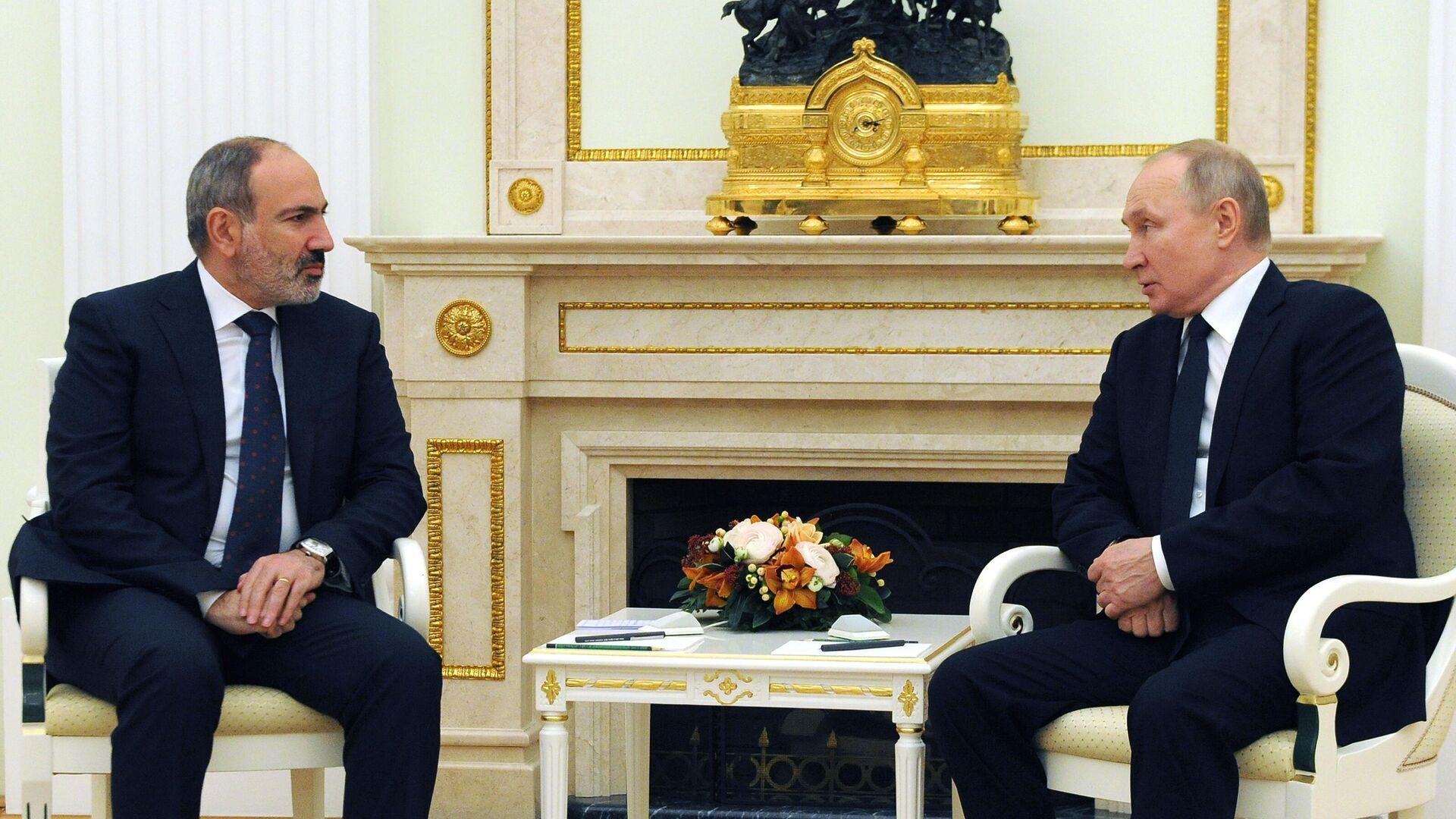 Президент РФ Владимир Путин и премьер-министр Армении Никол Пашинян во время встречи - РИА Новости, 1920, 14.05.2021