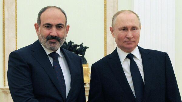 Президент РФ Владимир Путин и премьер-министр Армении Никол Пашинян во время встречи