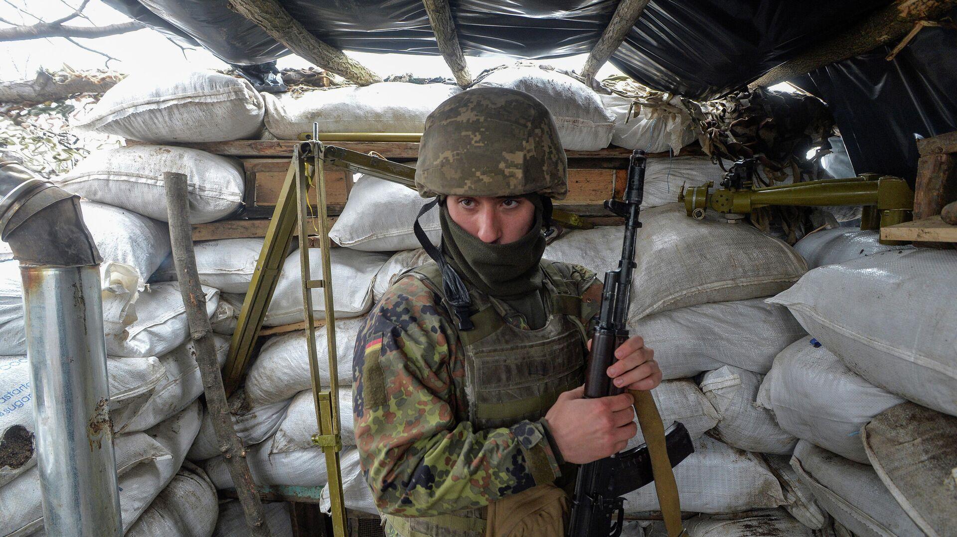 Украинский военный в Луганской области - РИА Новости, 1920, 13.04.2021