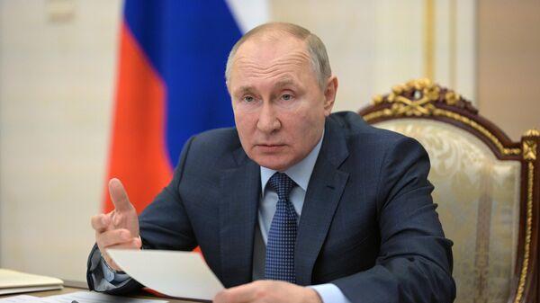 Президент РФ Владимир Путин проводит совещание о реализации посланий президента 2019 и 2020 годов