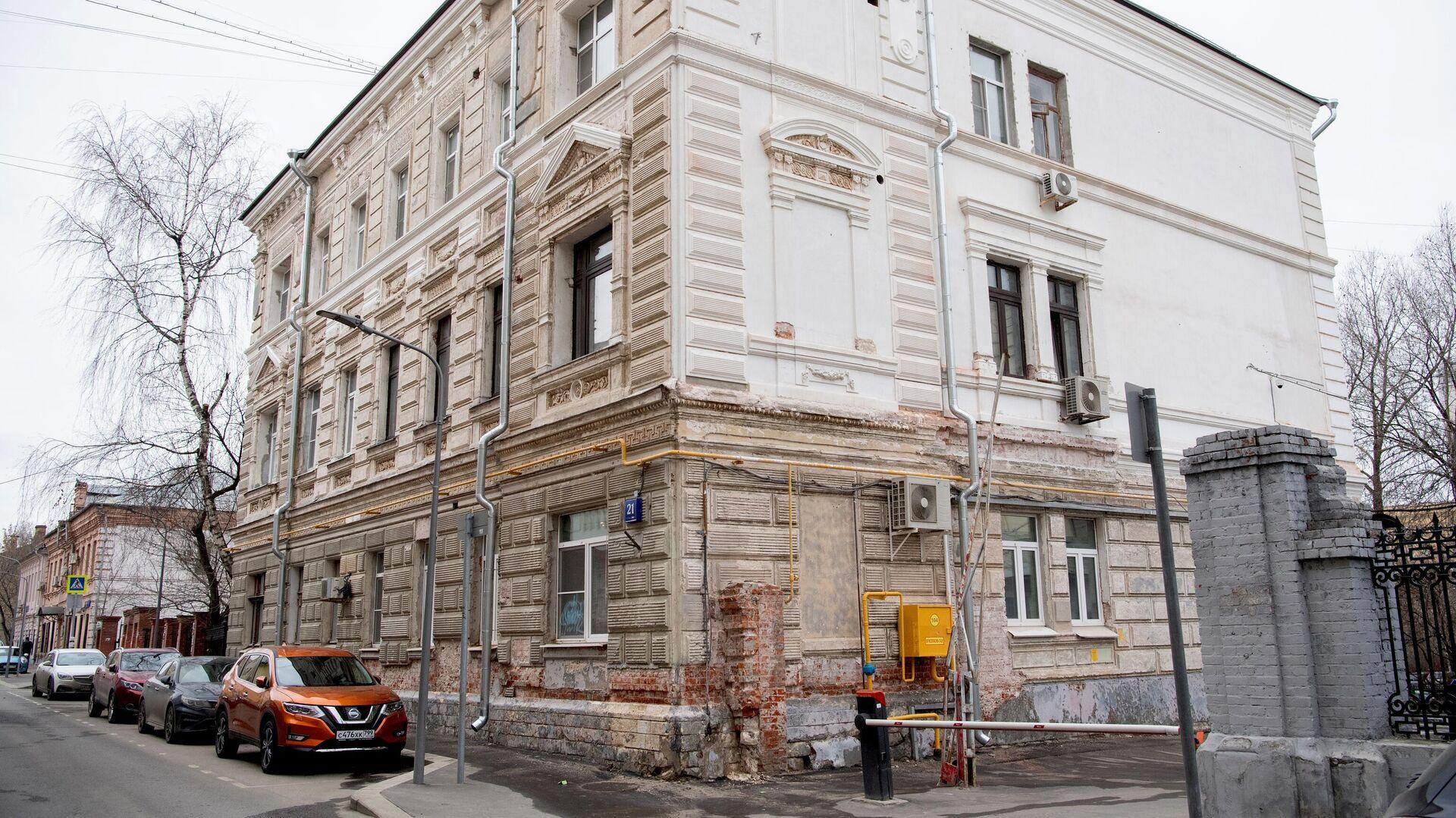 Ремонтные работы ведутся в жилом доме 1882-84 гг. постройки в Москве - РИА Новости, 1920, 13.04.2021