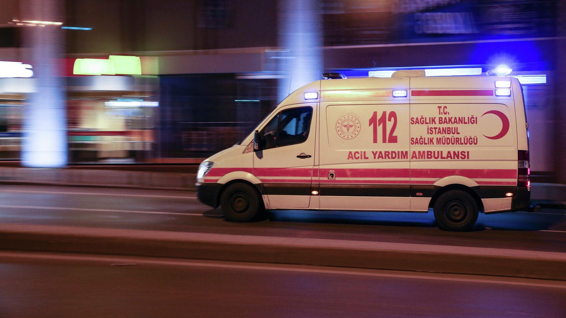 Автомобиль скорой помощи в Турции - РИА Новости, 1920, 26.09.2021