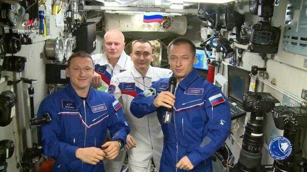 Космонавты: Спасибо всем, кто посвятил свою жизнь изучению Вселенной