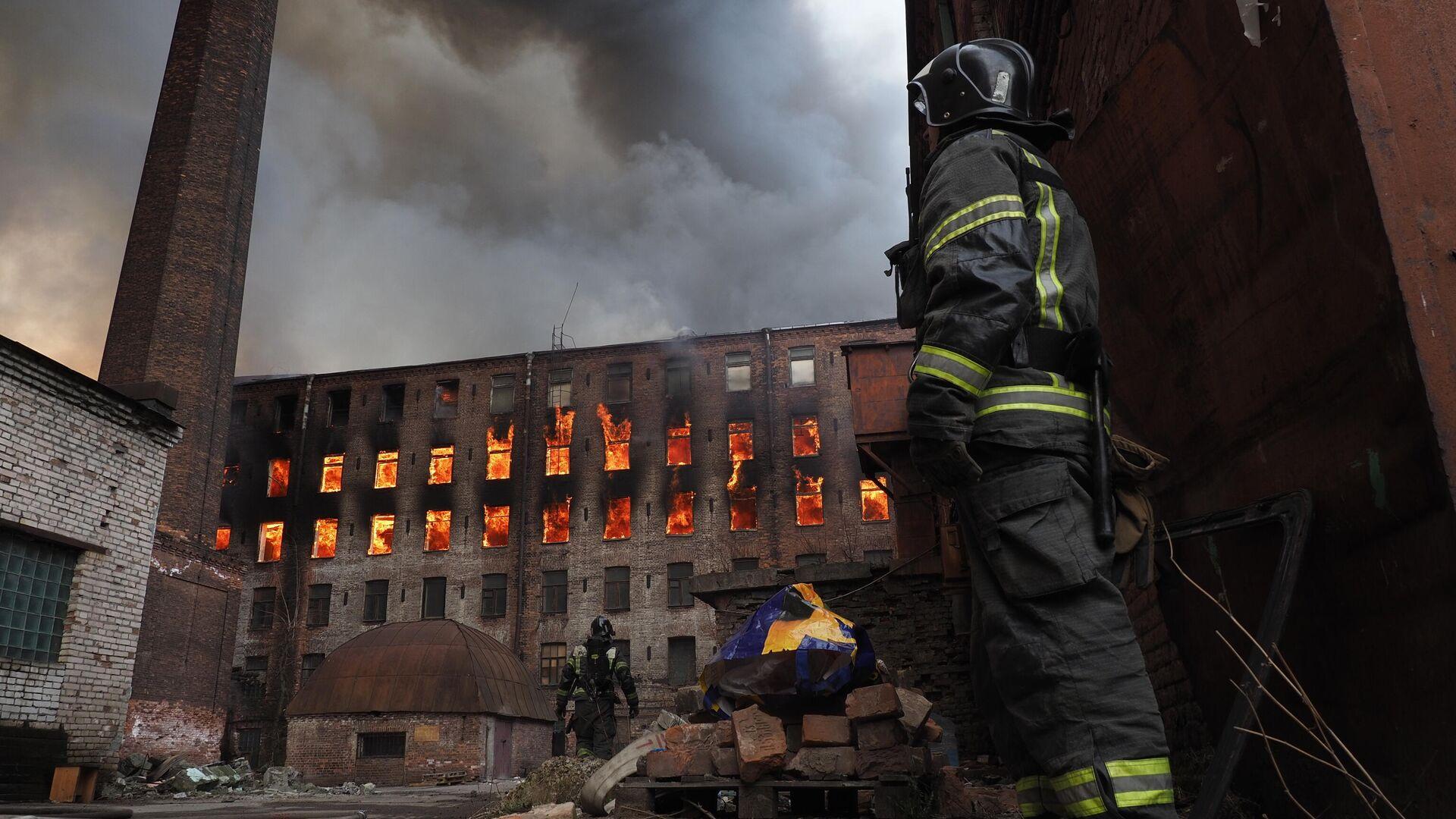 Пожар на фабрике Невская мануфактура - РИА Новости, 1920, 14.04.2021
