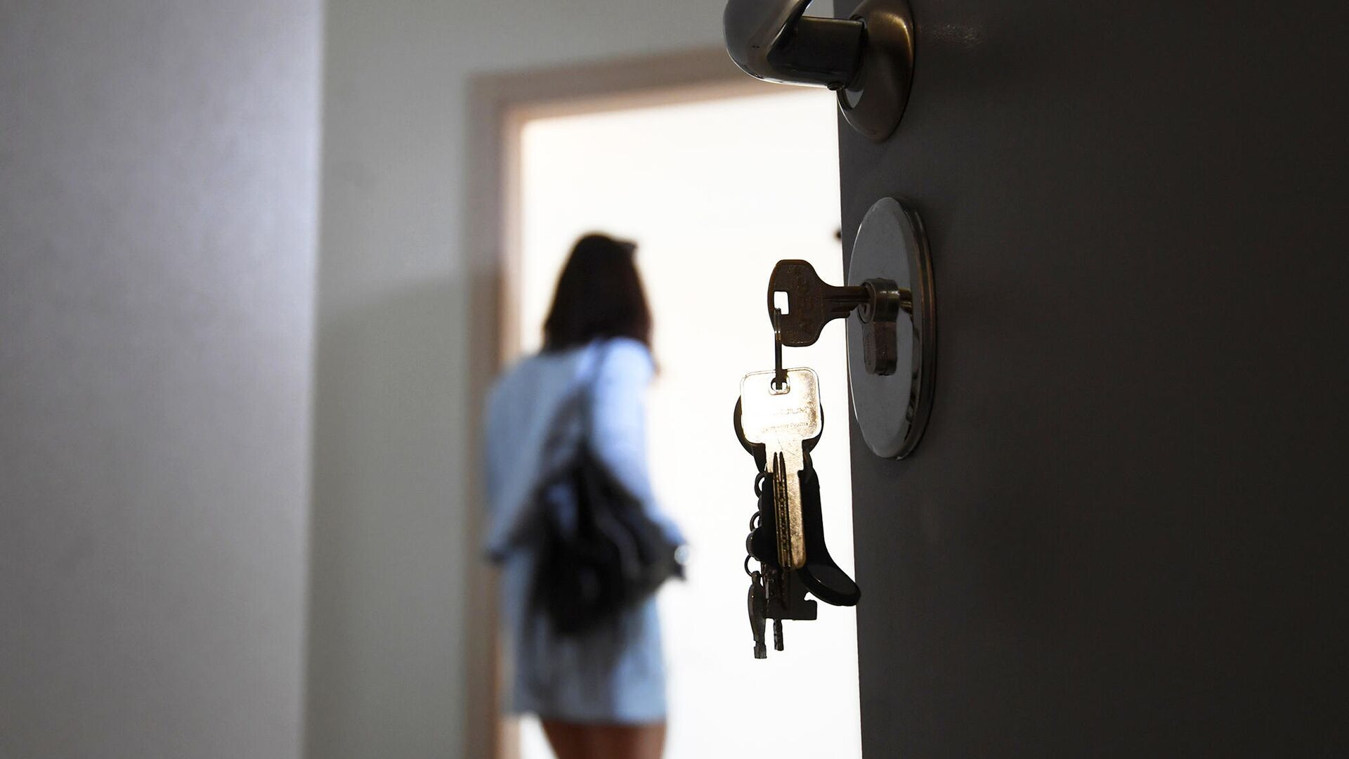 Входная дверь квартиры в новостройке - РИА Новости, 1920, 02.05.2021