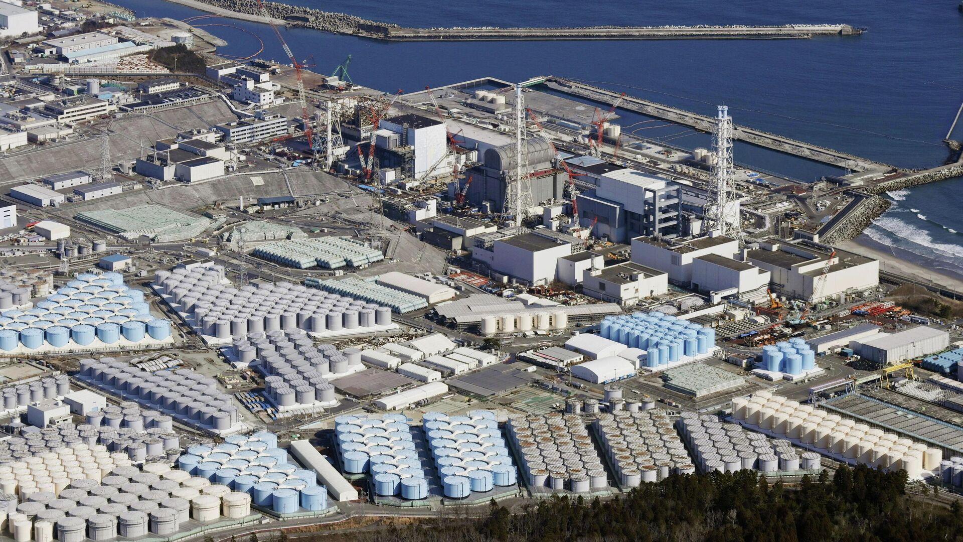 Вид с воздуха на резервуары для хранения воды на АЭС Фукусима, Япония - РИА Новости, 1920, 17.08.2021