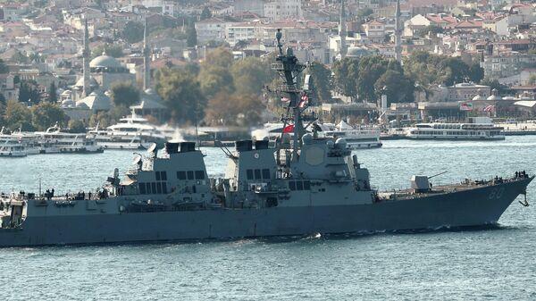 Эсминец ВМС США  USS Roosevelt в проливе Босфор