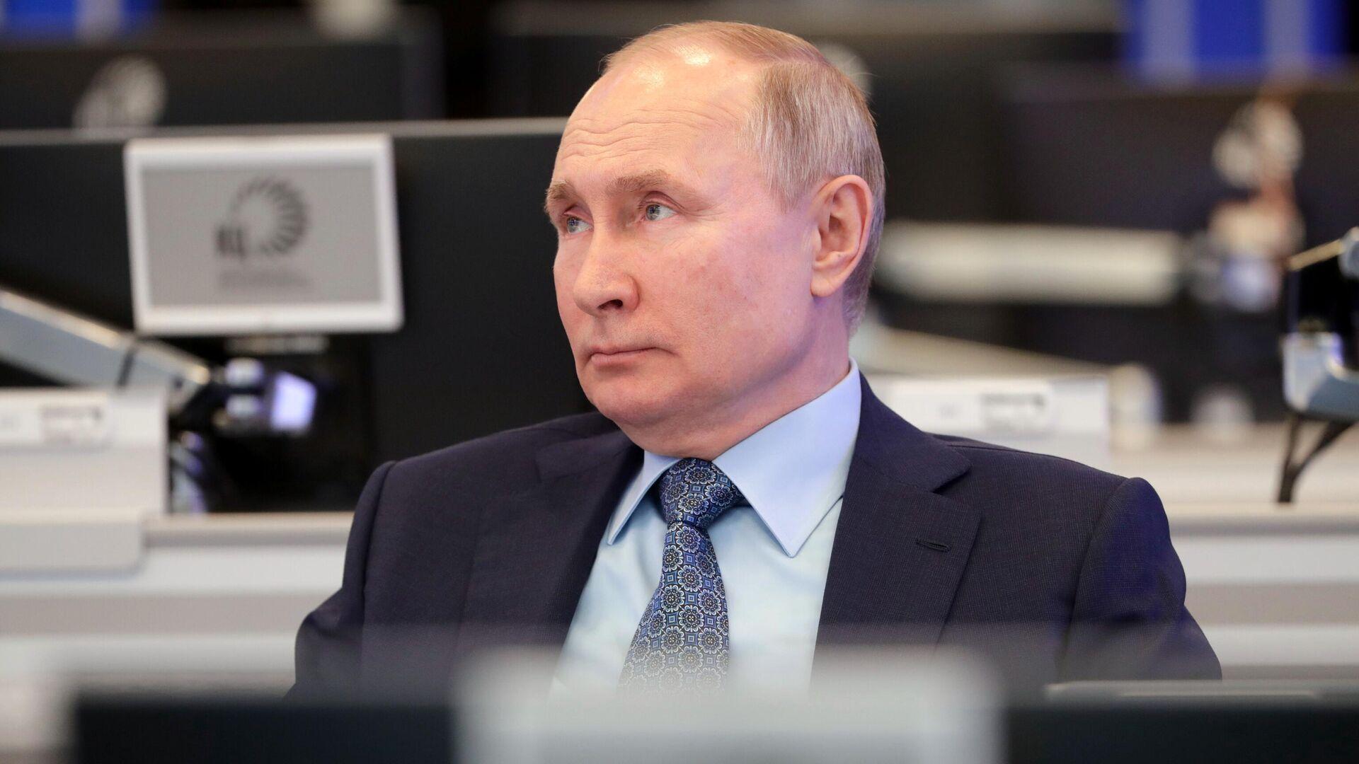 Президент РФ Владимир Путин во время посещения Координационного центра правительства РФ. - РИА Новости, 1920, 14.04.2021