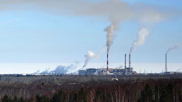 Вид на Байкальский целлюлозно-бумажный комбинат в Иркутской области