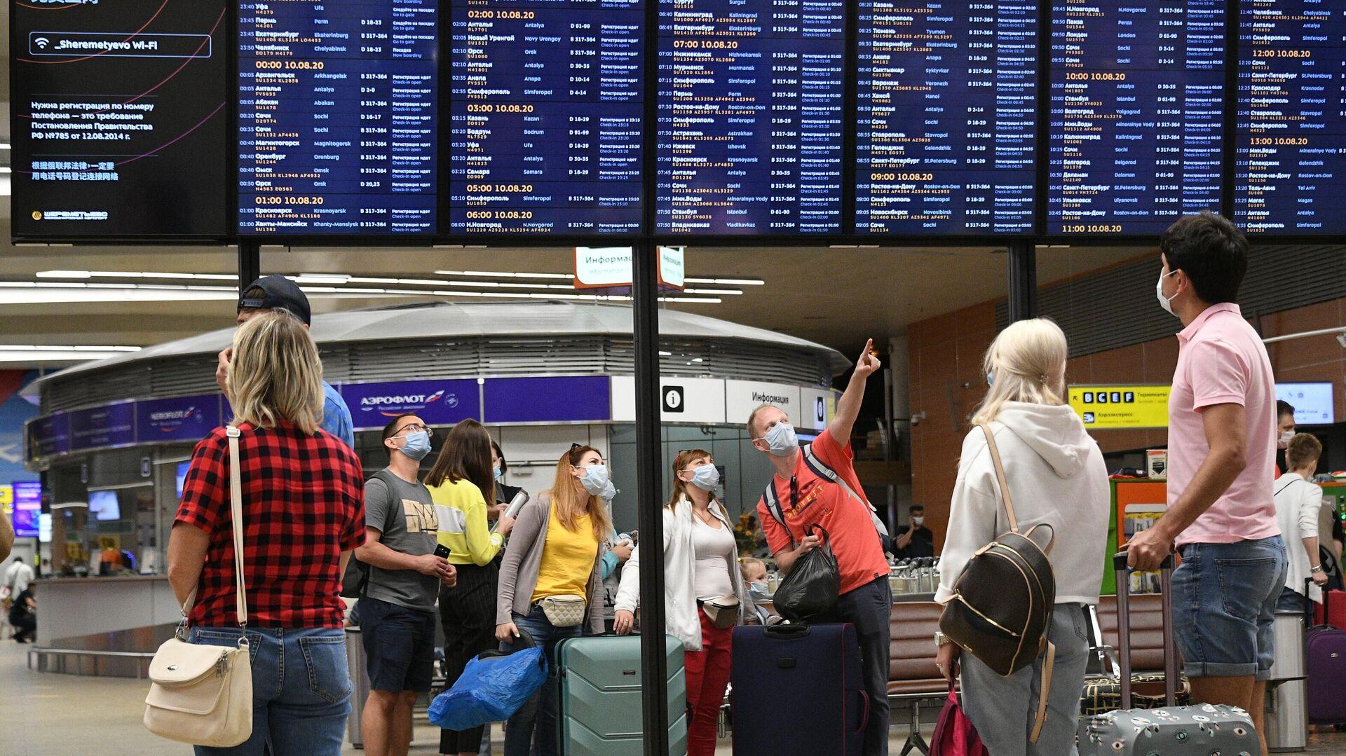 Пассажиры в международном аэропорту Шереметьево - РИА Новости, 1920, 03.08.2021