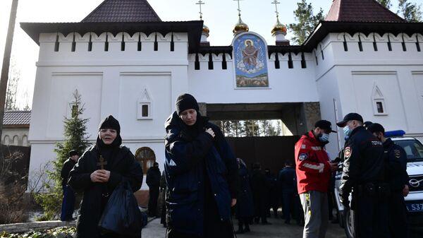 Ситуация у Среднеуральского женского монастыря в Свердловской области, где судебные приставы приступили к выселению его жителей