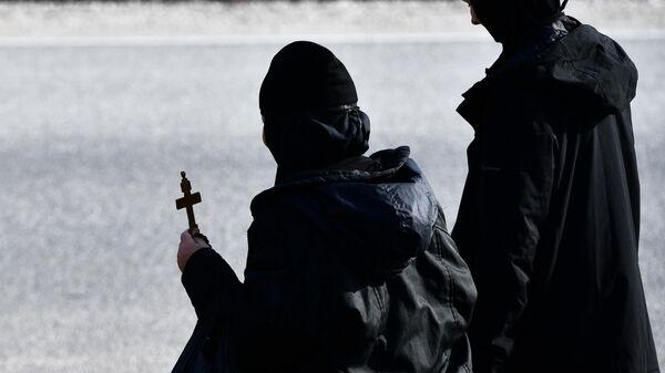 Верующие, выселенные судебными приставами из Среднеуральского женского монастыря в Свердловской области