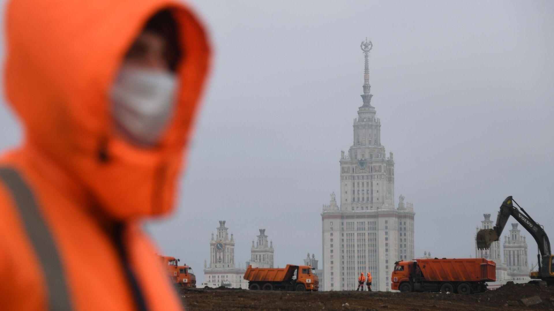 Рабочий на стройке в Москве - РИА Новости, 1920, 14.04.2021