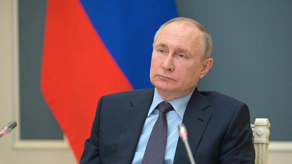 Президент РФ Владимир Путин принимает участие в заседании попечительского совета Русского географического общества