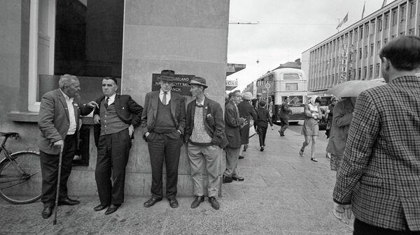 Мужчины города Лимерик на одной из улиц.
