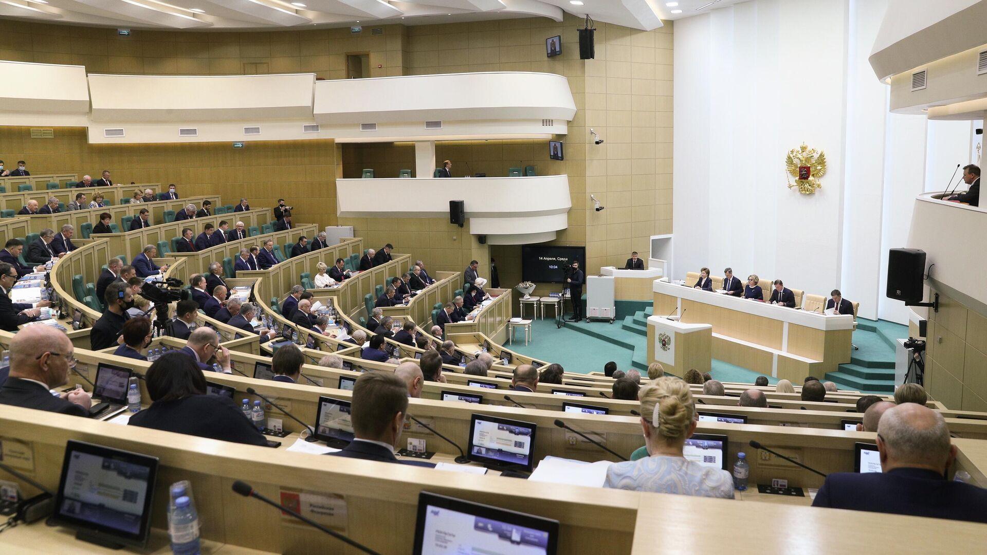 Сенаторы на заседании Совета Федерации РФ - РИА Новости, 1920, 15.04.2021