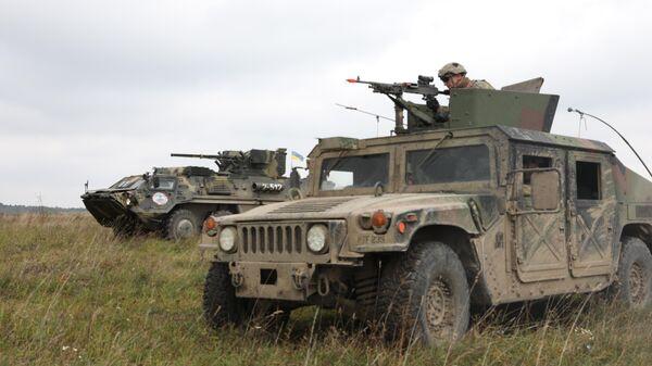 Военнослужащие США и Украины во время учений Rapid Trident во Львовской области, Украина
