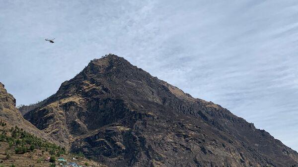 Вертолет спасателей в Гималаях