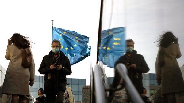 Флаги Европейского Союза перед штаб-квартирой ЕС в Брюсселе