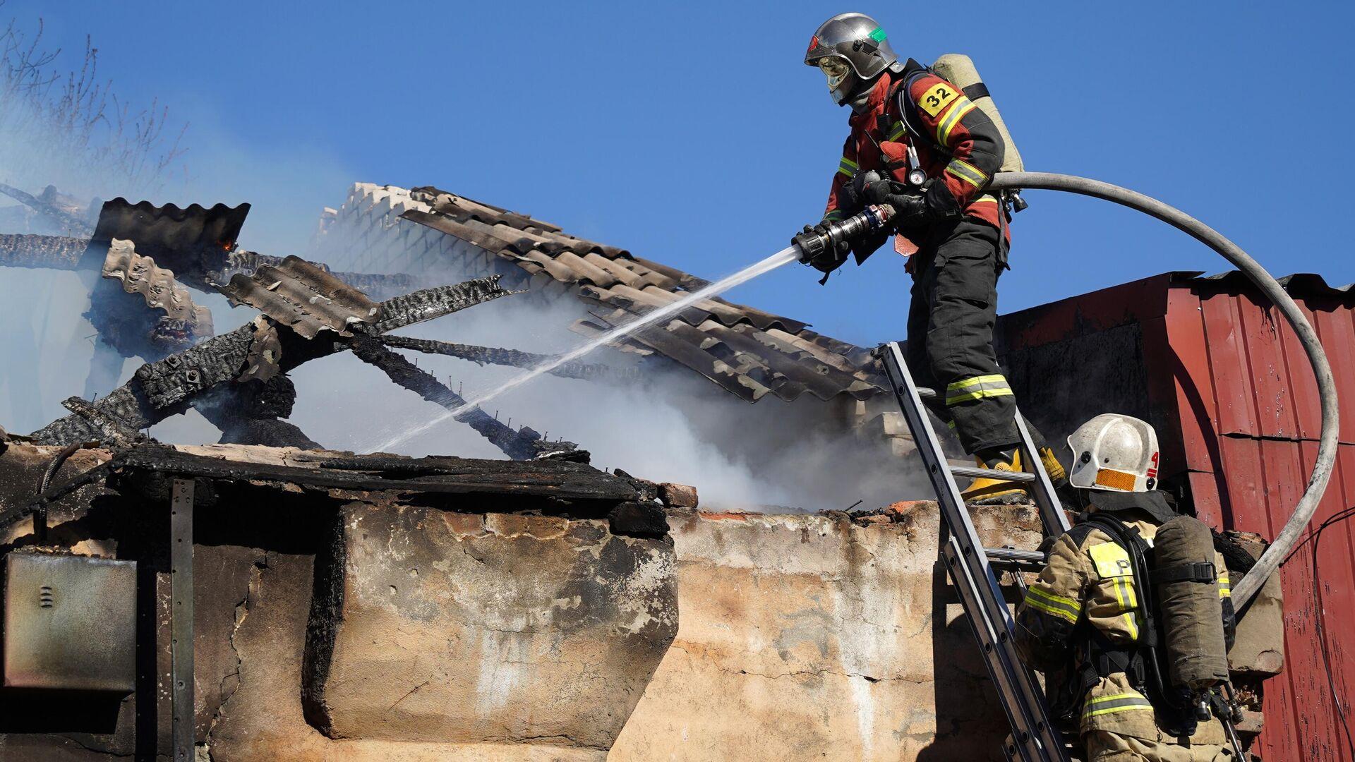В Балашихе потушили пожар на складе ГСМ