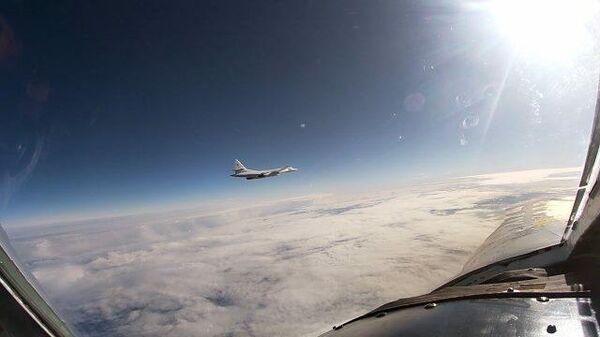 Полет Ту-160 над нейтральными водами Балтики. Кадры Минобороны РФ
