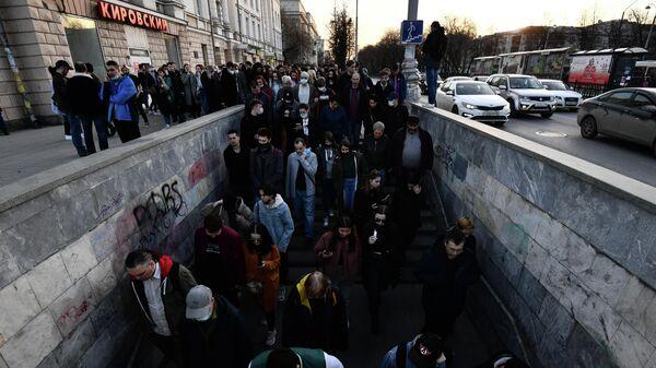Участники несанкционированной акции в поддержку Алексея Навального в Екатеринбурге