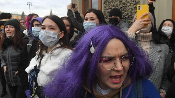 Участники несанкционированной акции в поддержку Алексея Навального в Москве