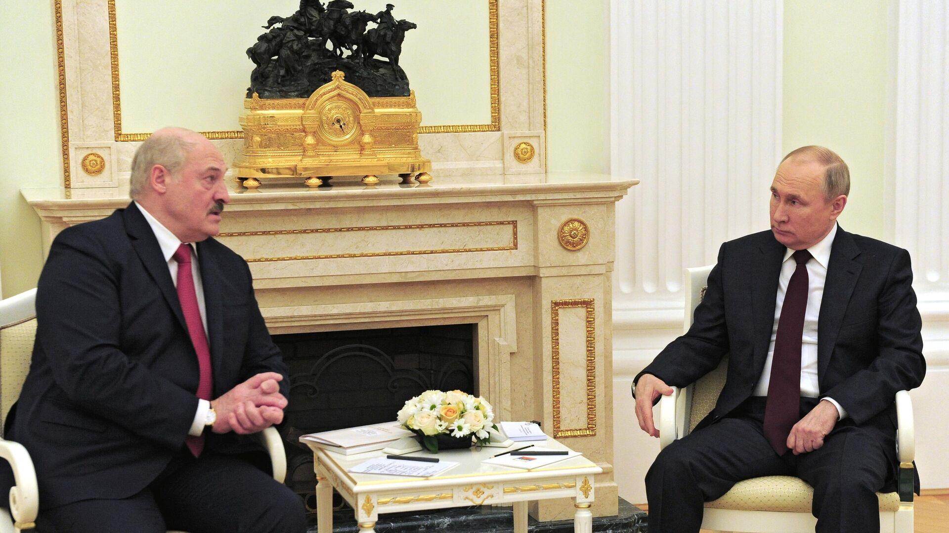 Президент РФ Владимир Путин и президент Белоруссии Александр Лукашенко во время встречи - РИА Новости, 1920, 02.07.2021