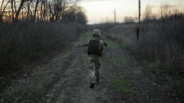 Украинский военный в окрестностях Донецка