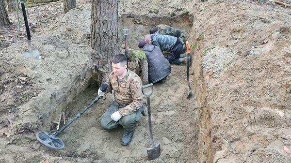 Поисковики во время работы в Зеленоградском районе Калининградской области