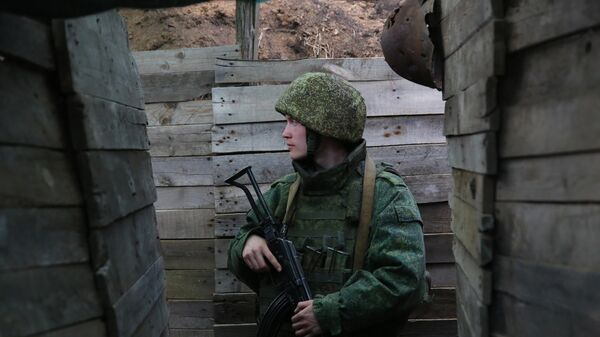 Боец Народной милиции ДНР в окопе