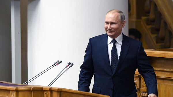 Президент РФ Владимир Путин принимает участие в заседании Совета законодателей при Федеральном Собрании РФ