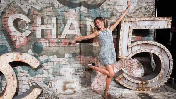 Бразильская супермодель и актриса Жизель Бюндхен на ужине Chanel посвяженном Chanel N°5: The Film База Лурмана
