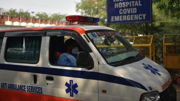 Автомобиль скорой помощи возле больницы Лок Наяк в Дели