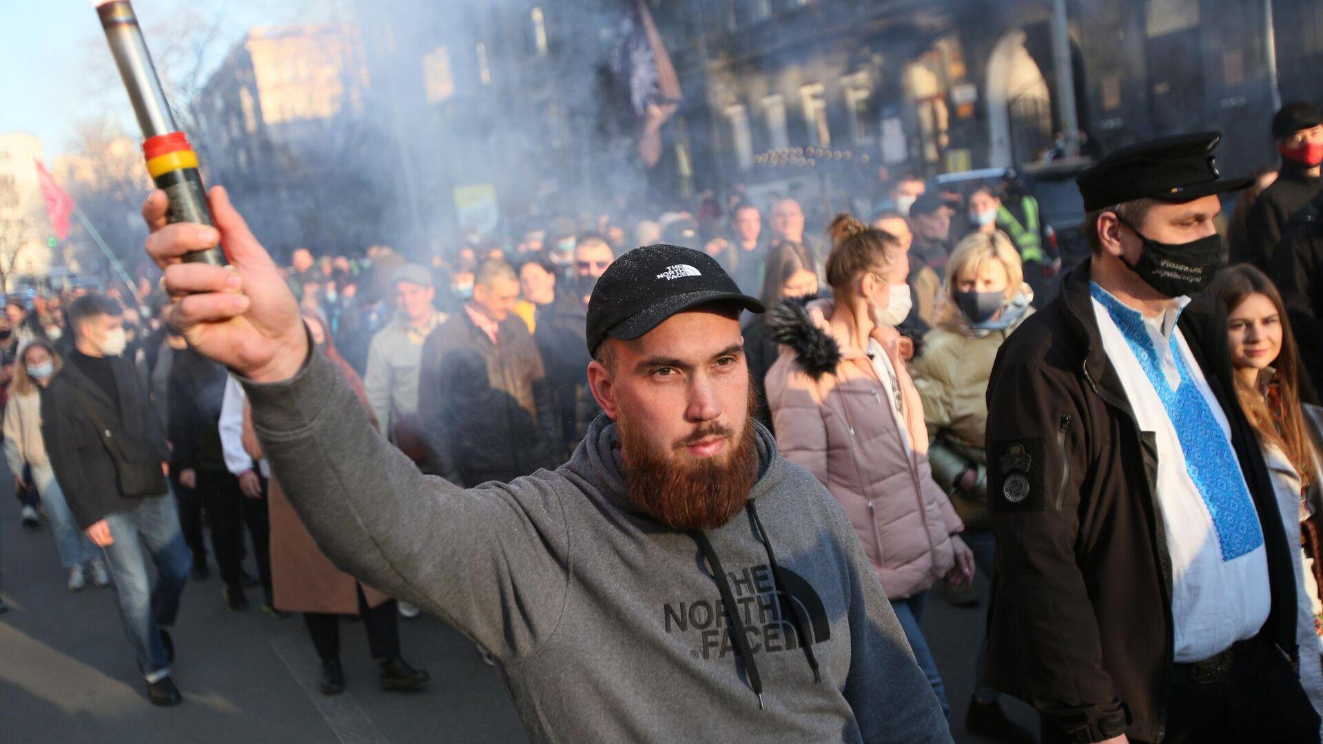 Участники Марша вышиванок, приуроченного к годовщине создания дивизии СС Галичина, в Киеве - РИА Новости, 1920, 29.04.2021