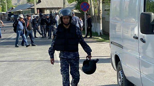 Кыргызские военнослужащие в районе границы с Таджикистаном