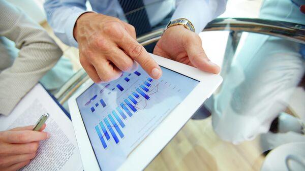 Планшетный компьютер с финансовыми данными