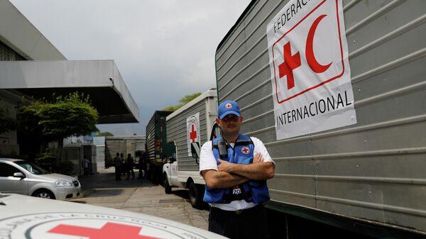 Колонна грузовиков Международной федерации общества Красного Креста и Красного Полумесяца