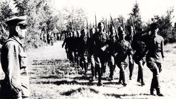 Студенты Московского Института Стали и Московского Горного Института -- бойцы народного ополчения, 1941 год