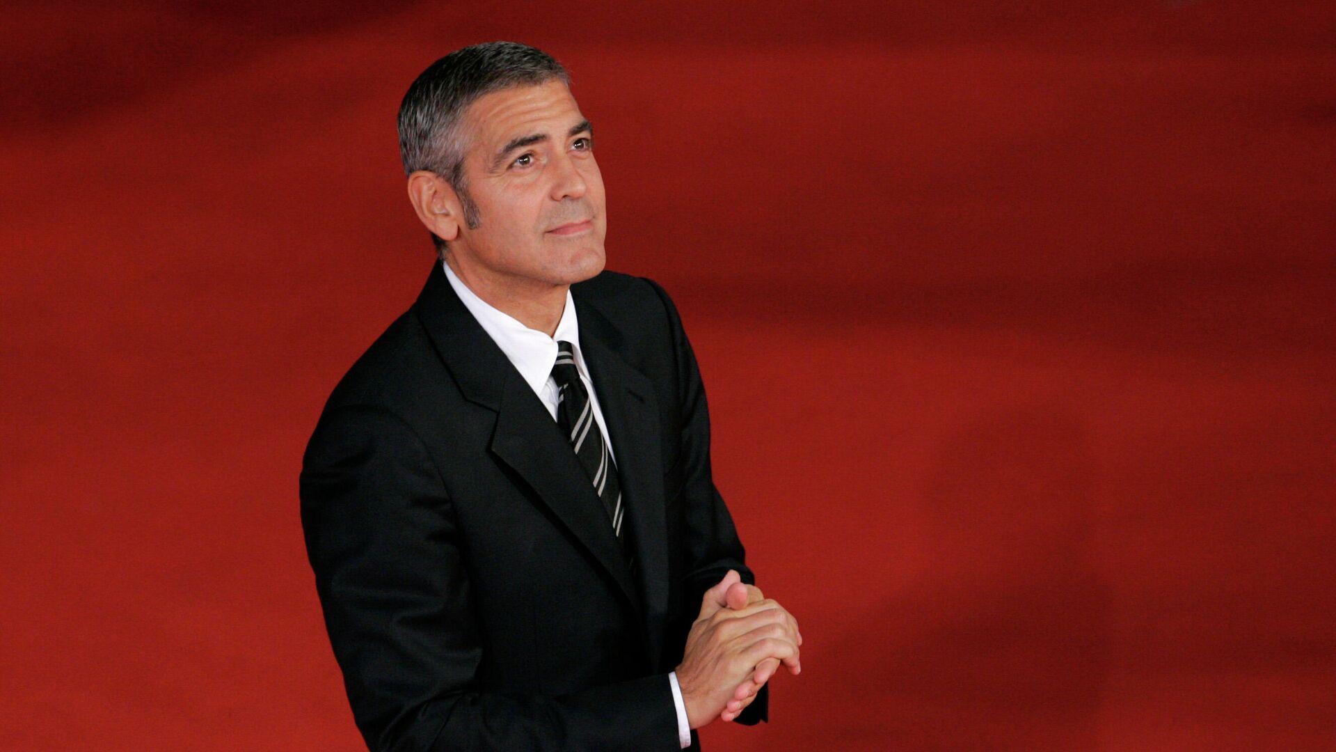 Американский актер и кинорежиссер Джордж Клуни на красной дорожке - РИА Новости, 1920, 06.05.2021