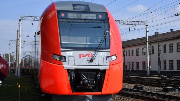Отправление скоростного поезда Ласточка из Минска в Москву
