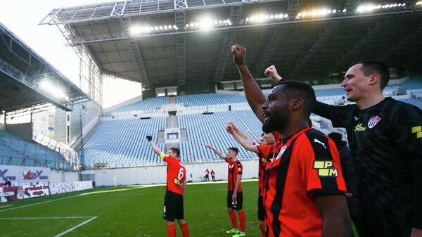 Футболисты Химок радуются победе