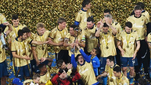 Футболисты Зенита на церемонии награждения
