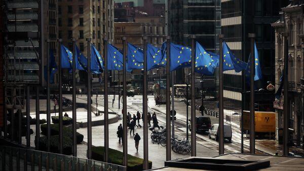 Флаги Евросоюза у здания Европейской комиссии в Брюсселе