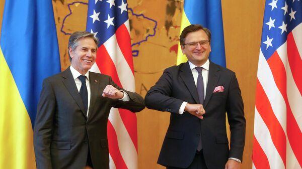 Госсекретарь США Энтони Блинкен и Министр иностранных дел Украины Дмитрий Кулеба перед встречей в Киеве, Украина