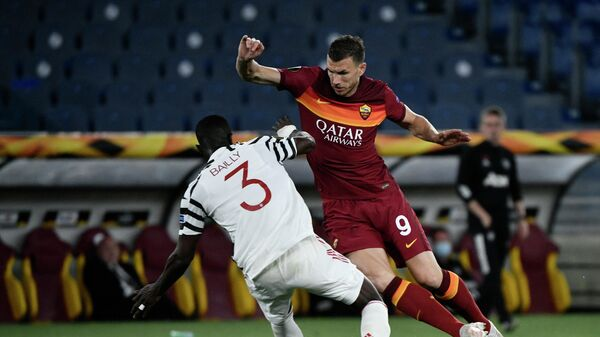 Roma's Bosnian forward Edin Dzeko (R) fights for the ball with Manchester United's Ivorian defender Eric Bailly during the UEFA Europa League semi-final second leg football match between AS Roma and Manchester United at the Olympic Stadium in Rome, on May 6, 2021. (Photo by Filippo MONTEFORTE / AFP)