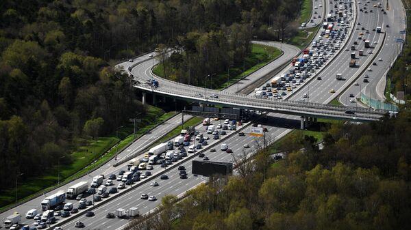 Автомобильное движение на Московской кольцевой автомобильной дороге (МКАД)
