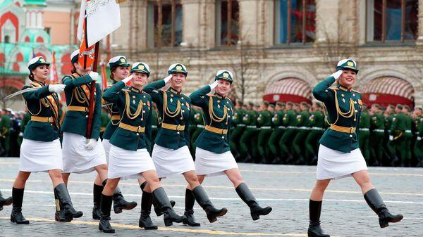 Курсантки Военного университета Министерства обороны РФ на военном параде в честь 76-й годовщины Победы в Великой Отечественной войне в Москве