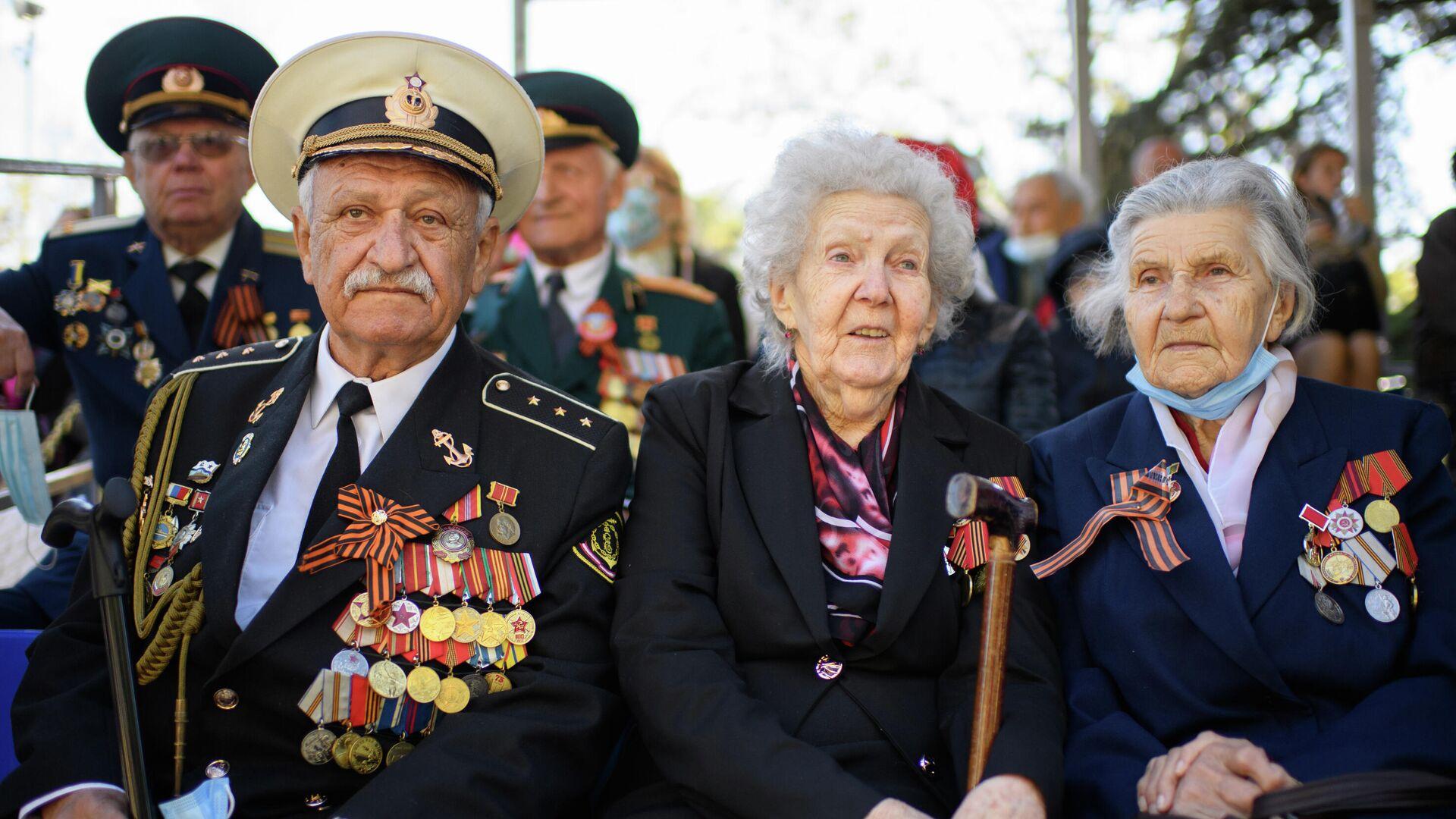 Ветераны Великой Отечественной войны военном параде в честь 76-й годовщины Победы в Севастополе - РИА Новости, 1920, 08.09.2021